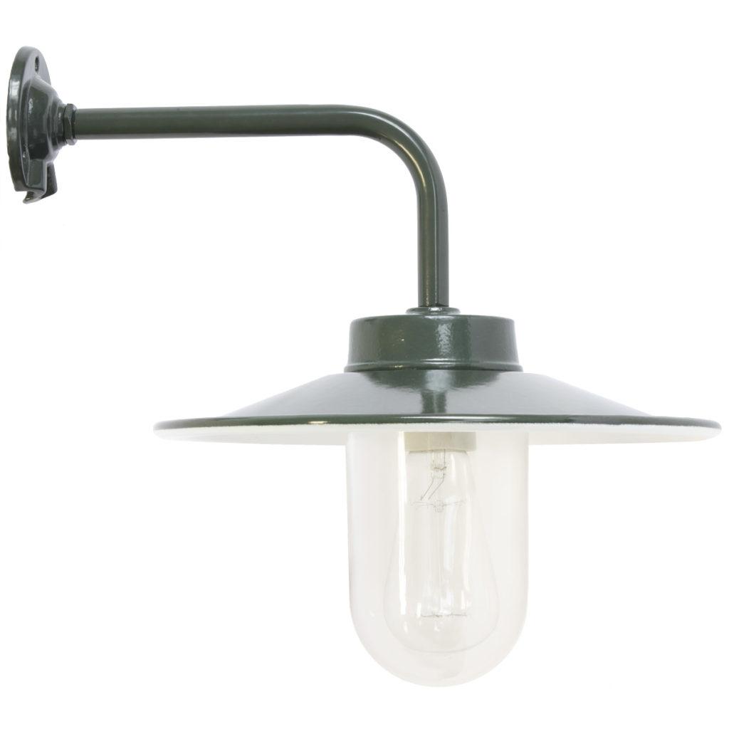 klassische Hoflampe mit Emailleschirm