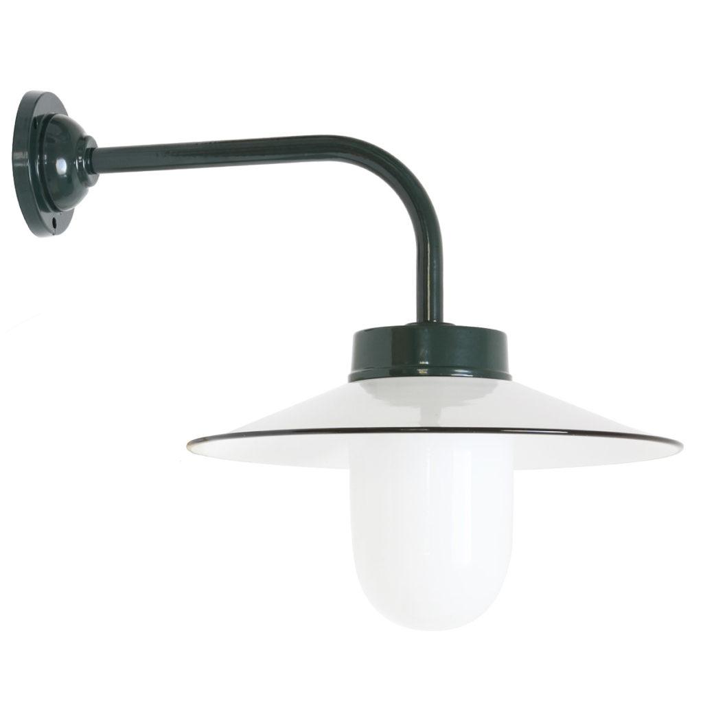 Hoflampe mit Emailschirm grün